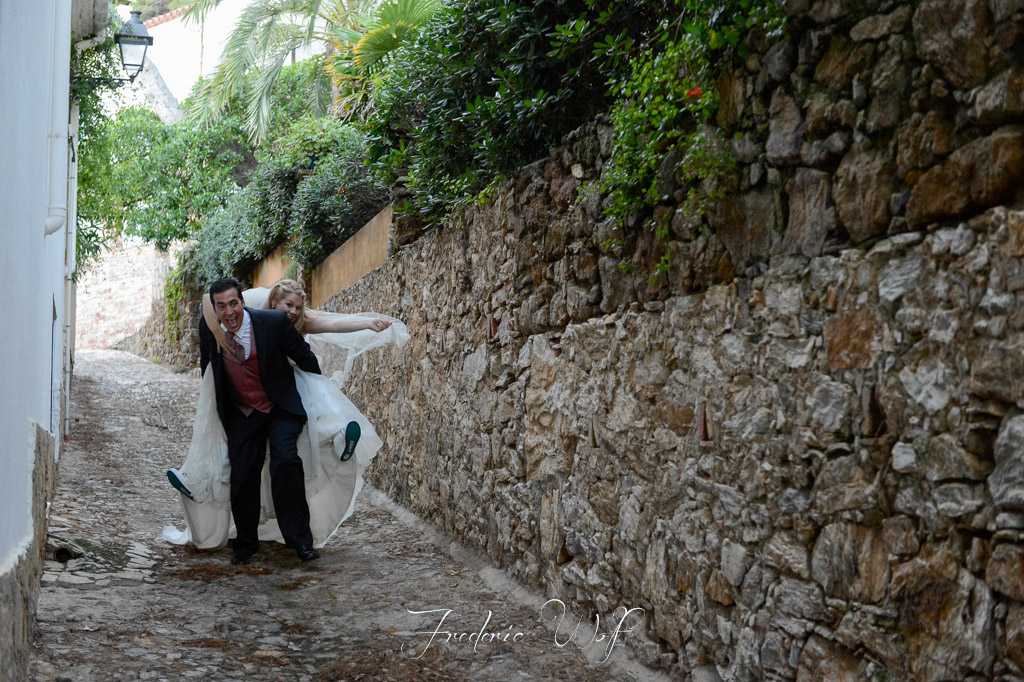 postboda-begur-costa-brava-trash-the-dress-frederic-montse-wolf-fotografo-bodas-girona
