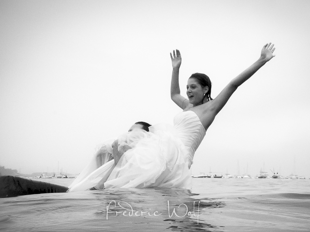 postobda en Cadaqués - trash the dress - Frederic Wolf - Montse Wolf -Wolf photographers