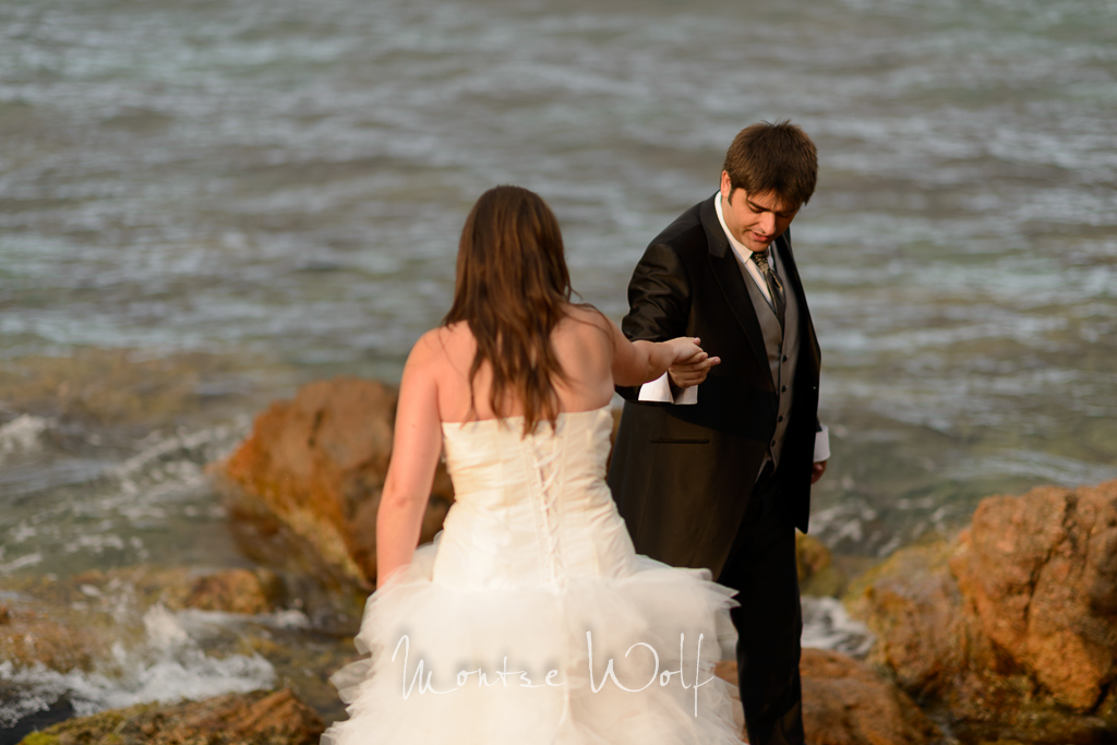 postboda-platja-d'aro-trash-the-dress-frederic-montse-wolf-photographers