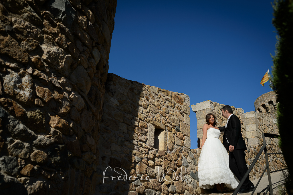trash-the-dress-postboda-tossa-de-mar-frederic-montse-wolf-fotografos-bodas-barcelona