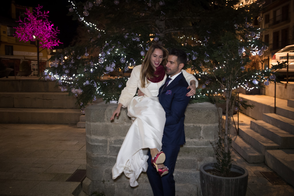 fotografo-trash-the-dress-postboda-wedding-girona-puigcerda-nadal-christmas-xmas-navidad-033.jpg