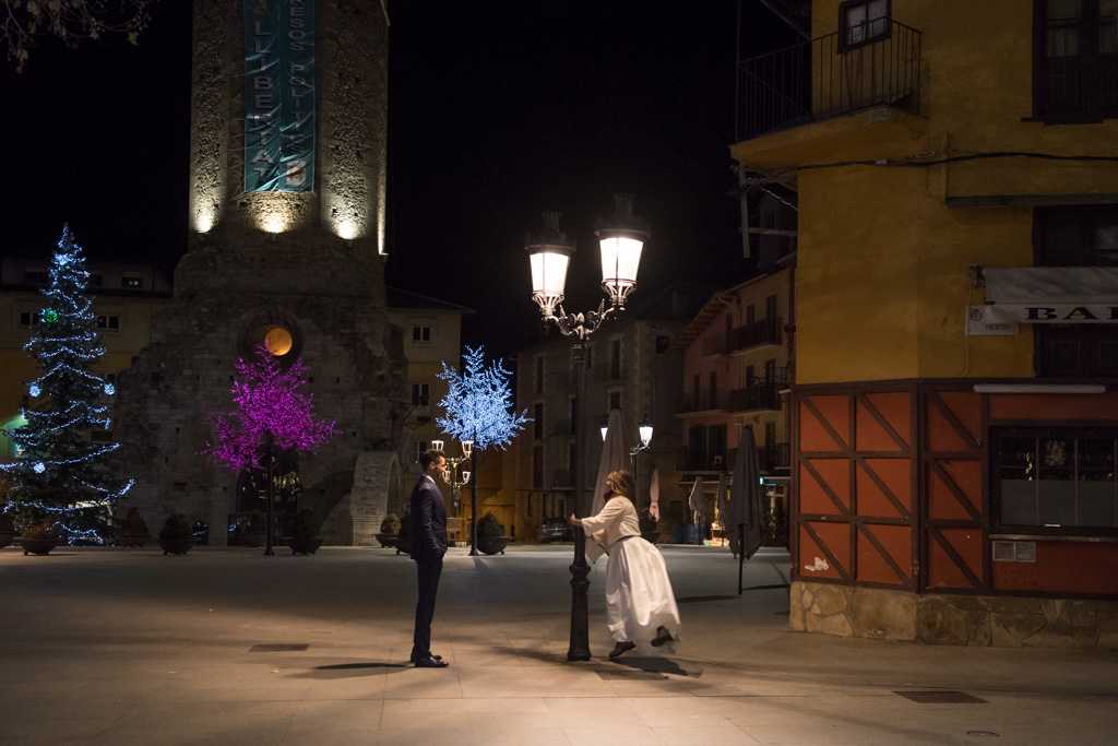 fotografo-trash-the-dress-postboda-wedding-girona-puigcerda-nadal-christmas-xmas-navidad-035.jpg