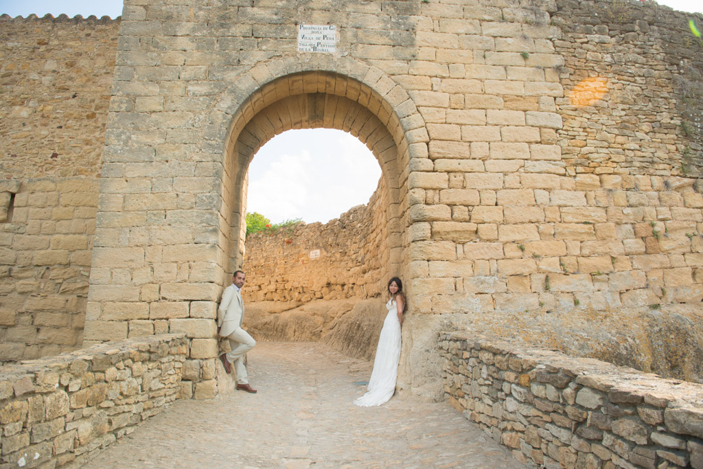 fotografo-postboda-trash-the-dress-peratallada-girona-funsessions-001.jpg