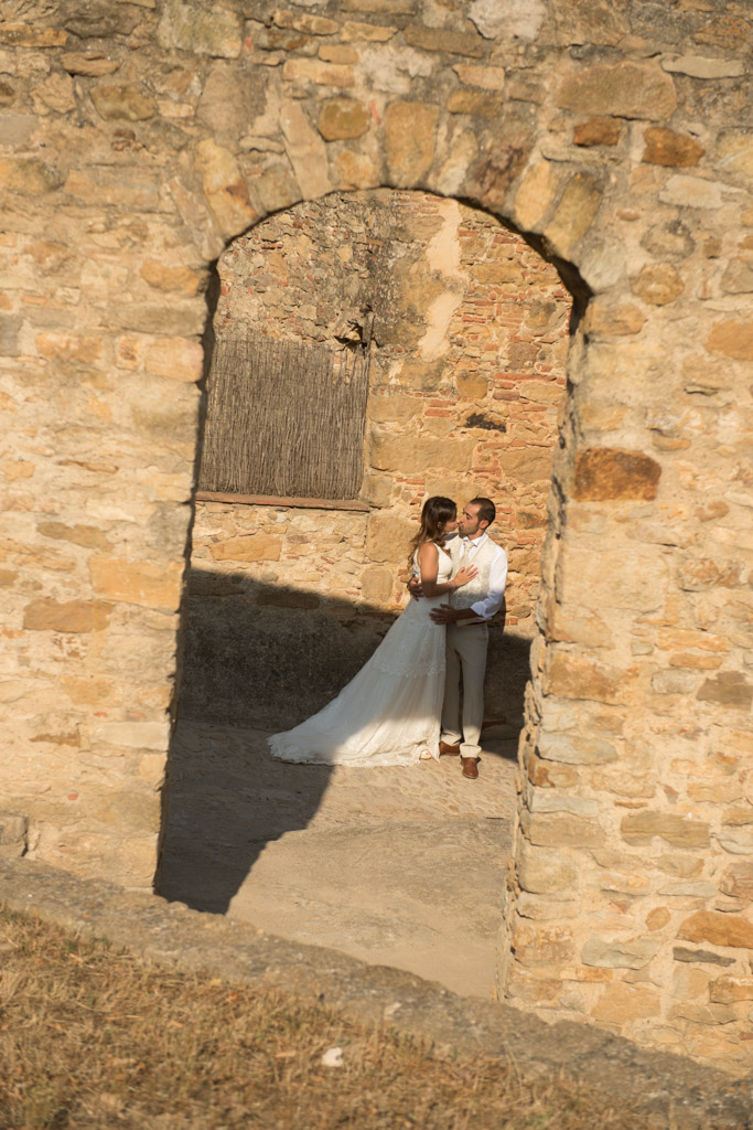fotografo-postboda-trash-the-dress-peratallada-girona-funsessions-011.jpg