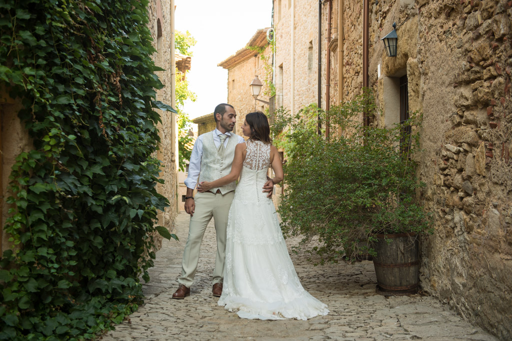 fotografo-postboda-trash-the-dress-peratallada-girona-funsessions-012.jpg