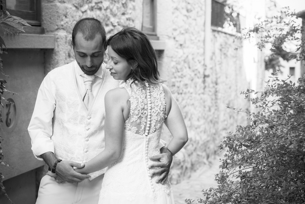 fotografo-postboda-trash-the-dress-peratallada-girona-funsessions-014.jpg