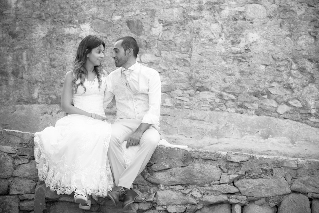 fotografo-postboda-trash-the-dress-peratallada-girona-funsessions-016.jpg