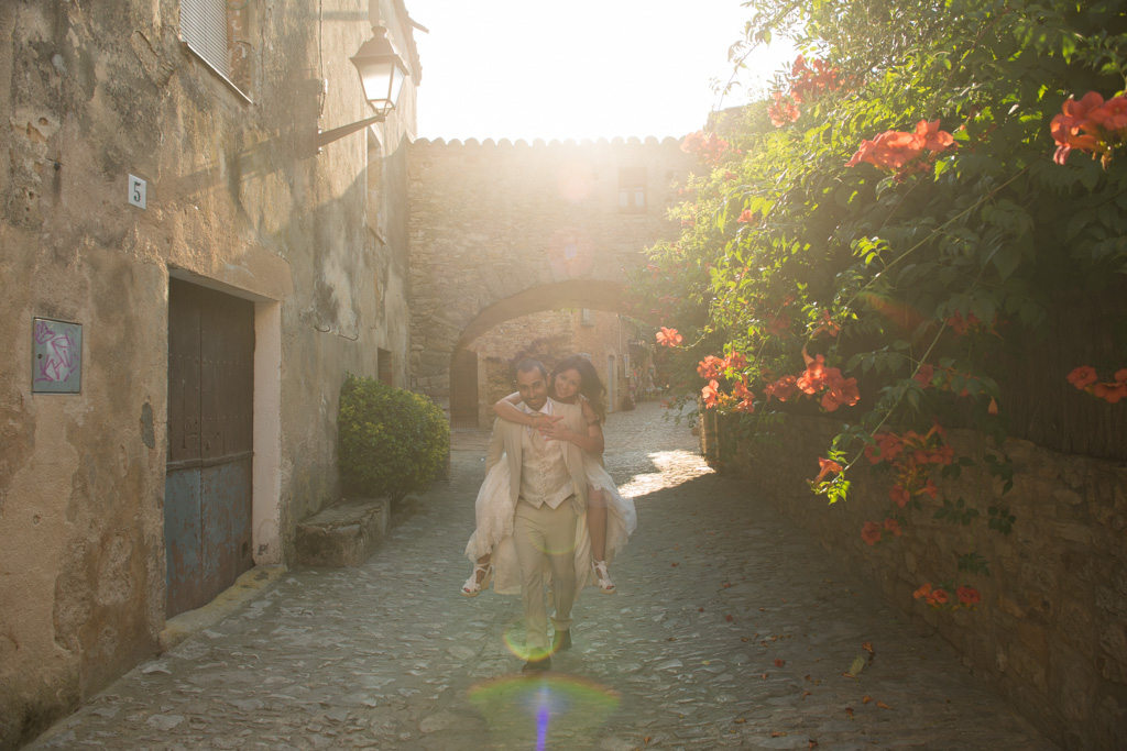 fotografo-postboda-trash-the-dress-peratallada-girona-funsessions-023.jpg