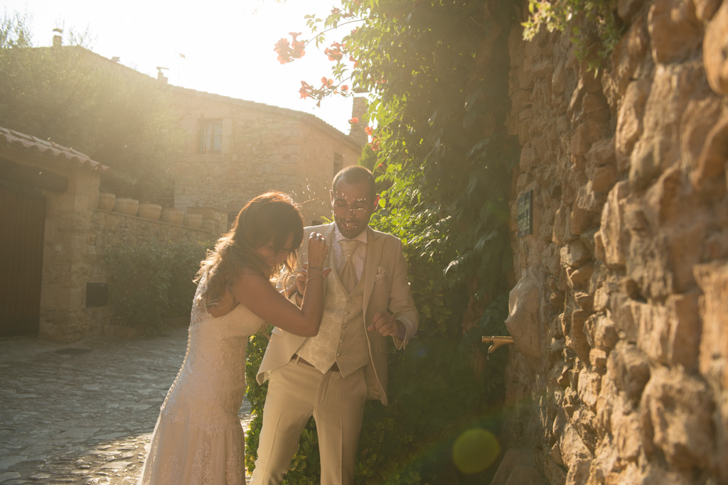 fotografo-postboda-trash-the-dress-peratallada-girona-funsessions-027.jpg