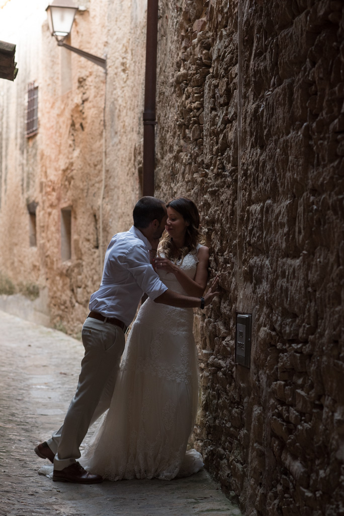 fotografo-postboda-trash-the-dress-peratallada-girona-funsessions-033.jpg