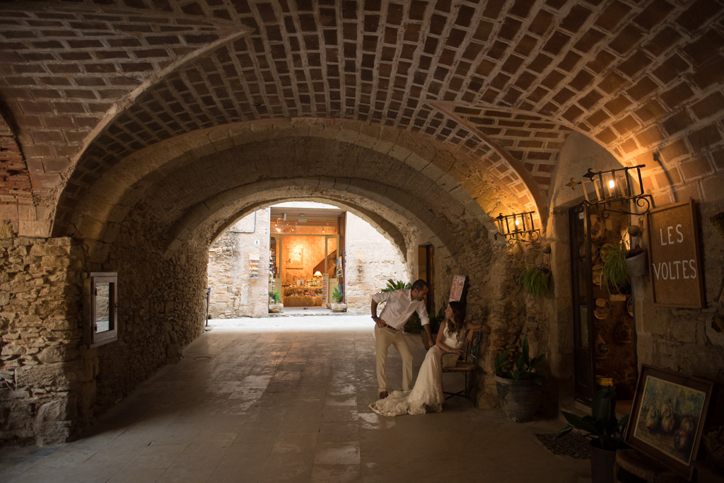 fotografo-postboda-trash-the-dress-peratallada-girona-funsessions-035.jpg