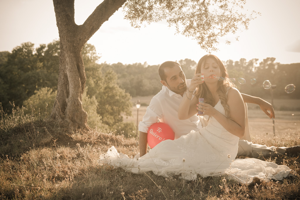 fotografo-postboda-trash-the-dress-peratallada-girona-funsessions-043.jpg