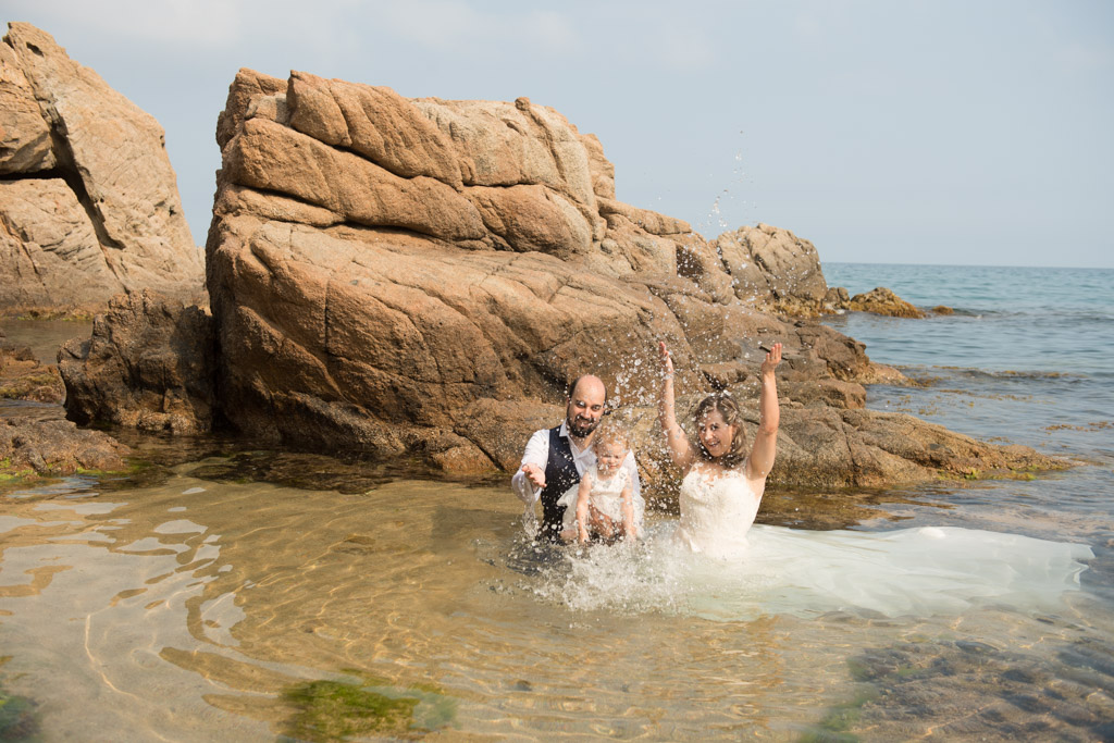 fotograf-trash-the-dress-girona-postboda-costa-brava-008.jpg