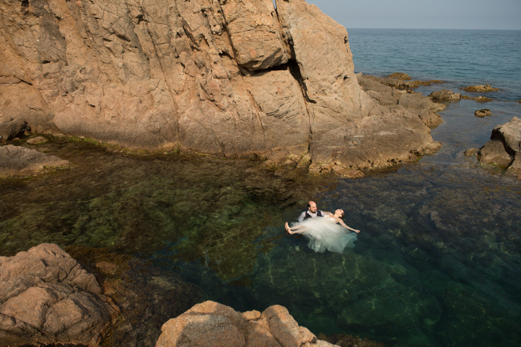 fotograf-trash-the-dress-girona-postboda-costa-brava-033.jpg
