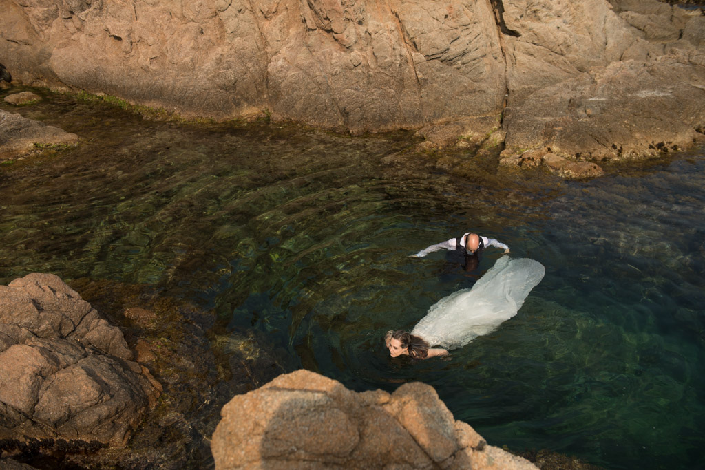 fotograf-trash-the-dress-girona-postboda-costa-brava-035.jpg