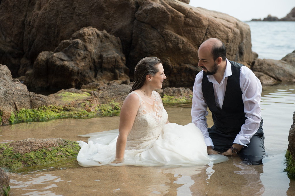 fotograf-trash-the-dress-girona-postboda-costa-brava-038.jpg