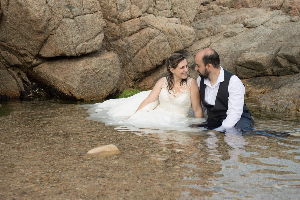 fotograf-trash-the-dress-girona-postboda-costa-brava-041.jpg