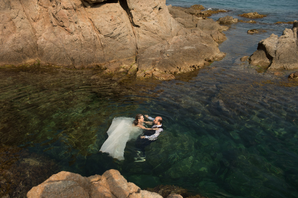 fotograf-trash-the-dress-girona-postboda-costa-brava-032.jpg