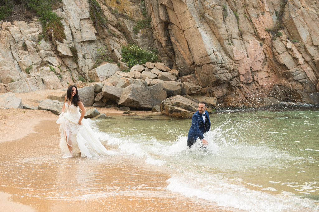 fotografo-trash-the-dress-costa-brava-girona-funsessions-007.jpg